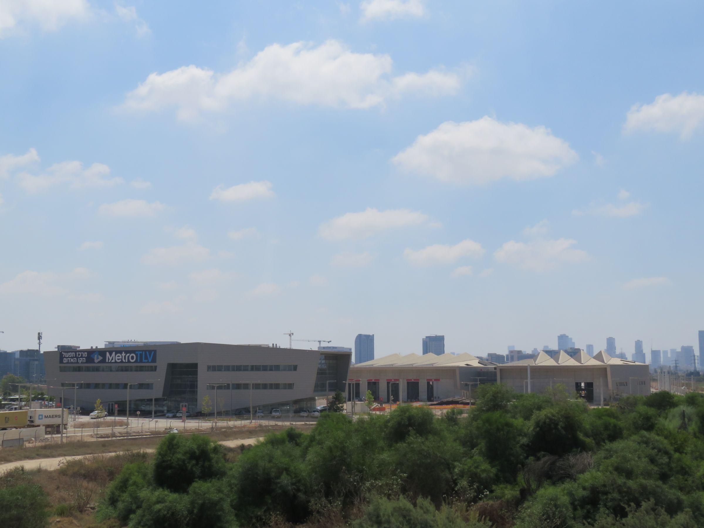 בניין המשרדים בדיפו הקו האדום